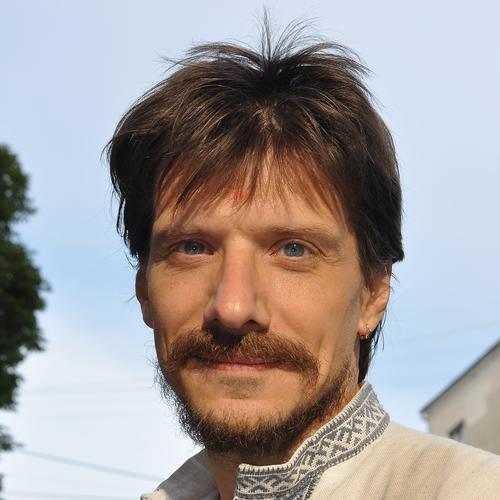 * Антон-Кузнецов (Ведаврат) - майстер і вчитель Тантра-Джйотіш *